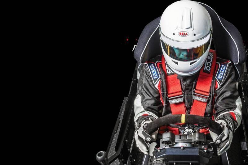 Iejūties profesionāla autosportista lomā - autosporta simulators Biķernieku kompleksa sporta bāzē