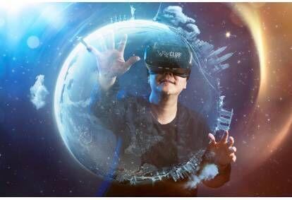 Aizraujošs virtuālās realitātes istabas apmeklējums divām personām no VR Club