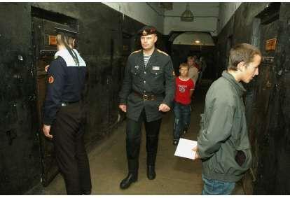 Загадочная экскурсия с элементами шоу в тюрьме Кароста в Лиепае