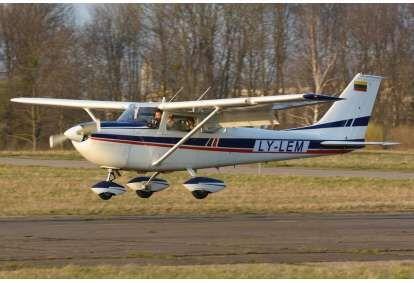 Учебно-обзорный полет на самолете над Каунасом (для 3 человек)