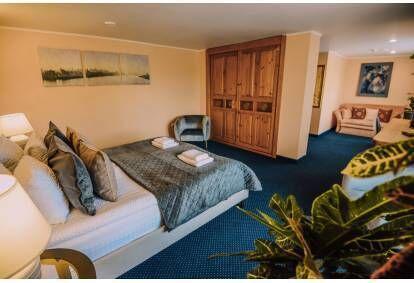 """Nakšņošana skaistā Junior Suite numuriņā Alūksnes viesnīcā """"Jolanta"""" ar mini SPA un vakariņām diviem"""