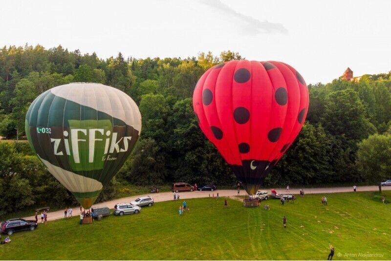 """Lidojums ar gaisa balonu Cēsīs no """"GaisaBaloni.lv"""" ar transfēru no Rīgas"""