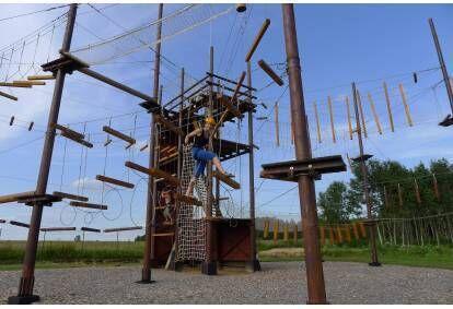 Ночной визит башни приключений для компании друзей в областье Огре