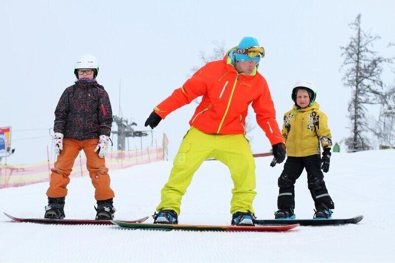 Научись кататься на лыжах или сноуборде вместе с друзьями в Жагаркалнсе